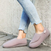 Best Women's Slippers For Wide Feet